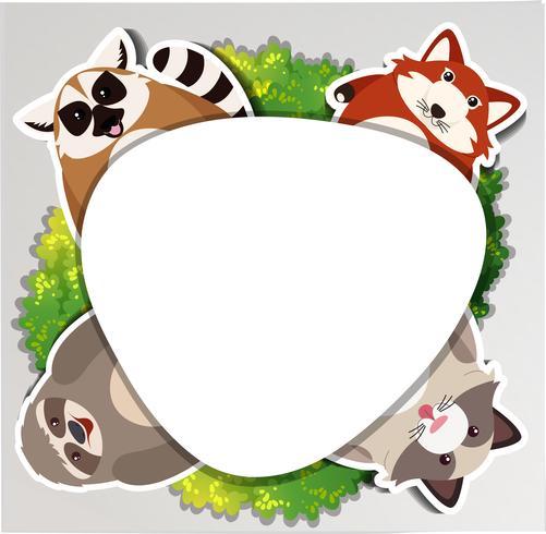 Borda redonda com preguiça e guaxinim