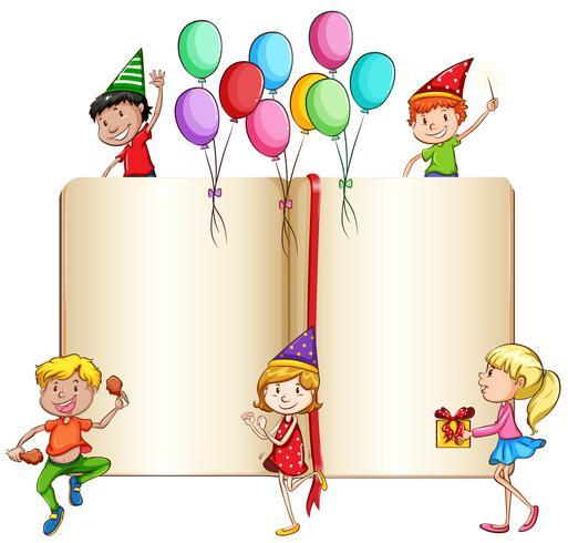 Niños celebrando y un libro.