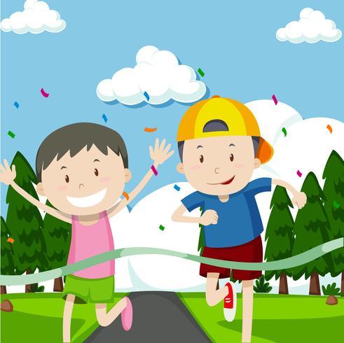 Zwei Jungs laufen im Rennen