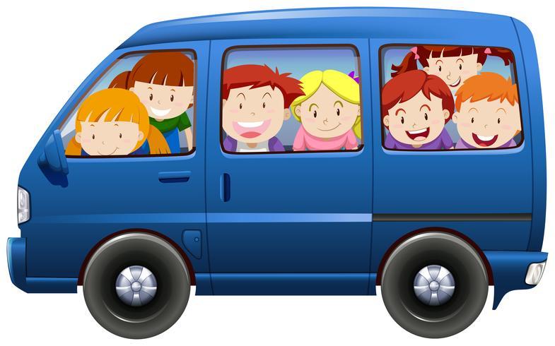Kinder, die eine Fahrgemeinschaft im blauen Lieferwagen haben