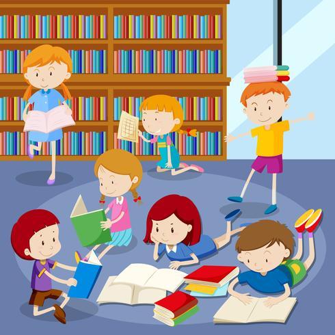 Viele Schüler lesen Bücher in der Bibliothek