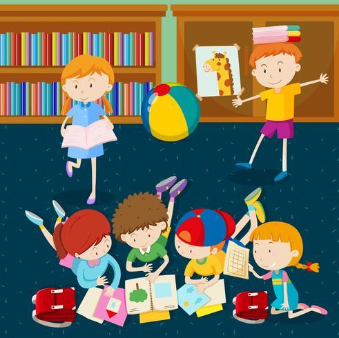 Barn läser böcker i klassrummet