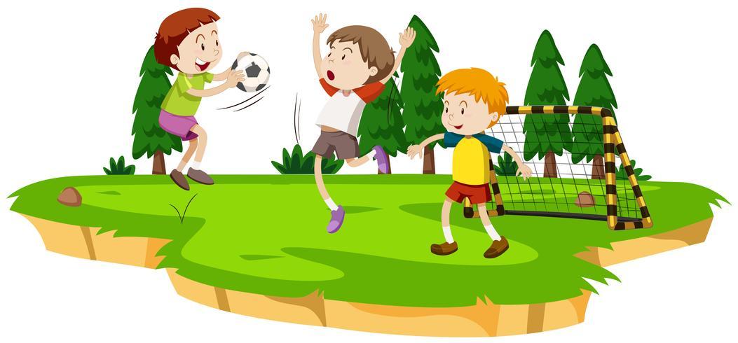 Garçons jouant au football sur le terrain