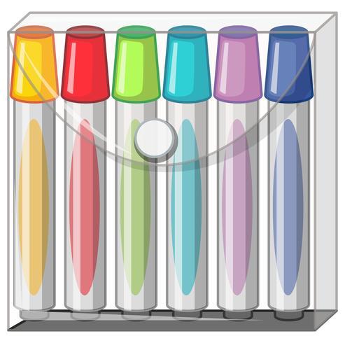 Marqueurs de couleur dans un sac en plastique