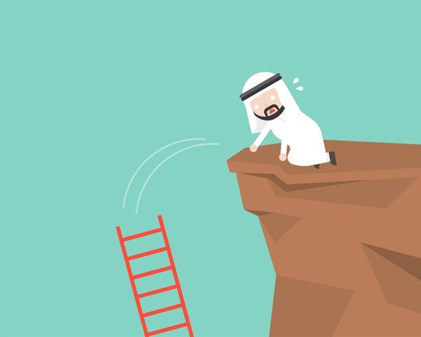 Escada de gota de empresário árabe em um penhasco, conceito de erro