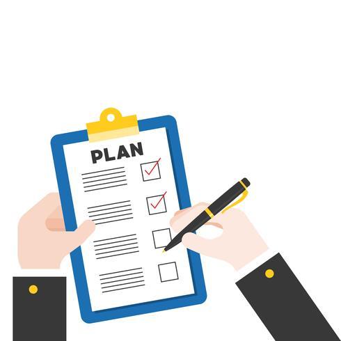 Mão segurando a caneta e prancheta com lista de verificação de plano