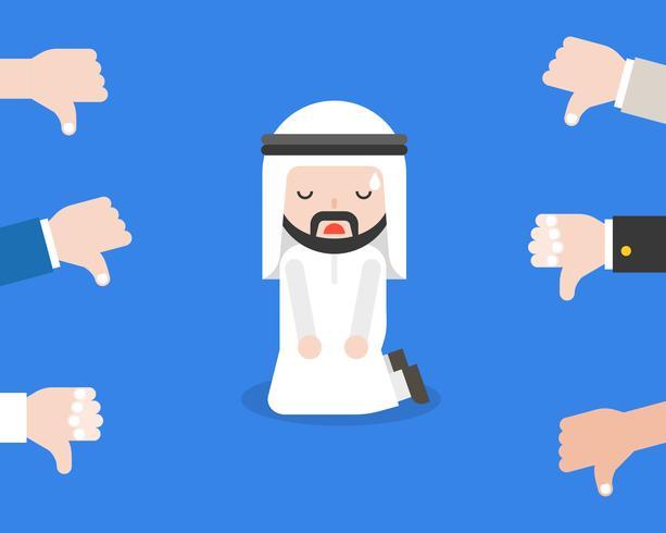 Homme d'affaires arabe ou homme politique au genou à terre pour responsable d'aversion