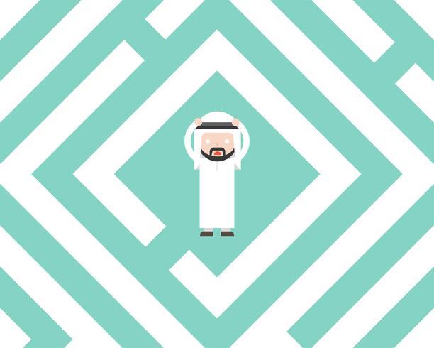 Homme d'affaires arabe confus dans le labyrinthe, concept de solution design plat