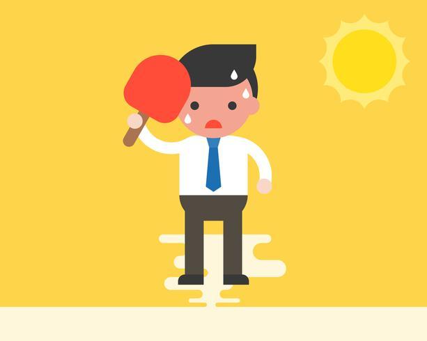 Uomo d'affari che utilizza ventilatore tenuto in mano perché molto caldo sotto la luce del sole