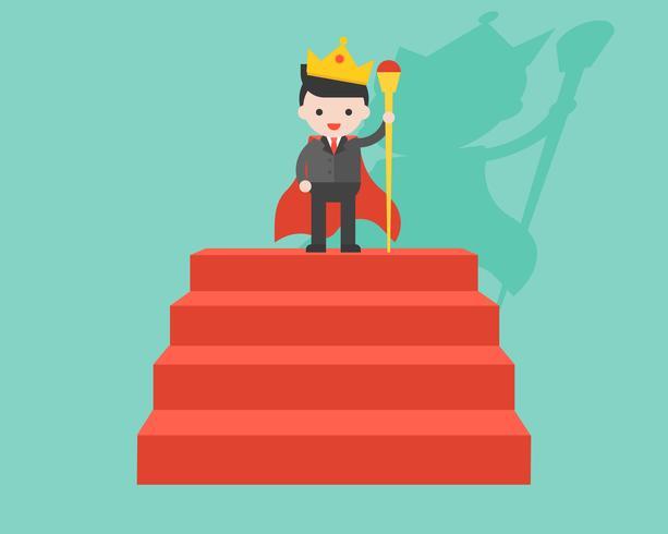 Zakenman die kroon draagt en toverstokje als koning houdt, bevindt zich op rode stap