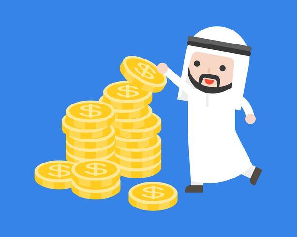 Leuke Arabische zakenman zet gouden munten op stapel geld
