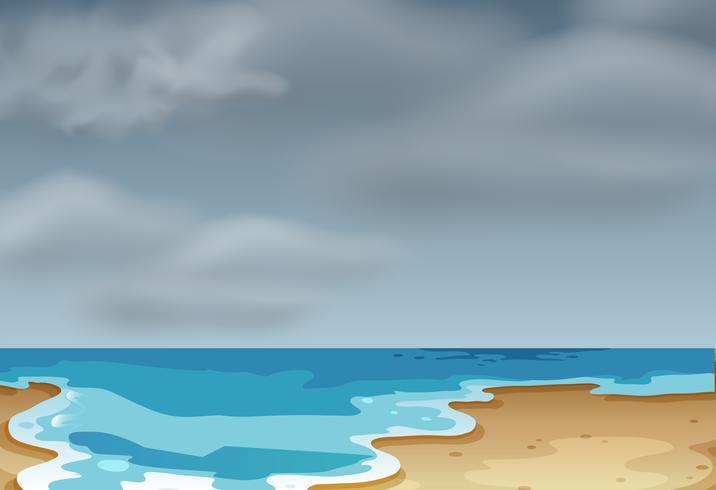 Una scena di spiaggia nuvolosa