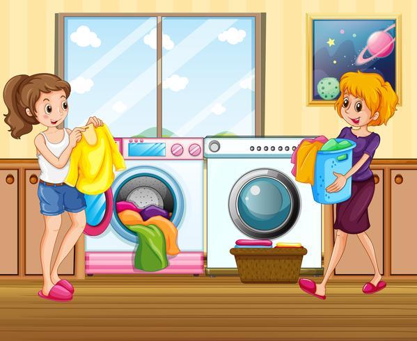 Giovane donna che lava i vestiti