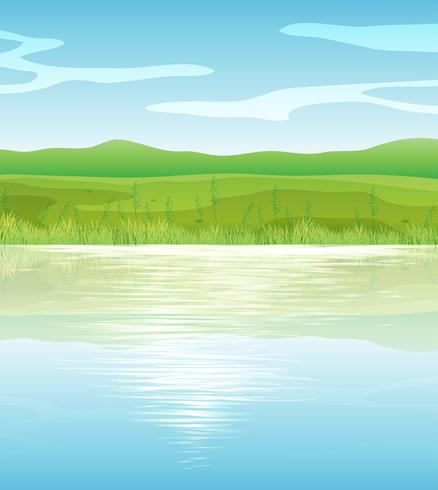 Un tranquilo lago azul
