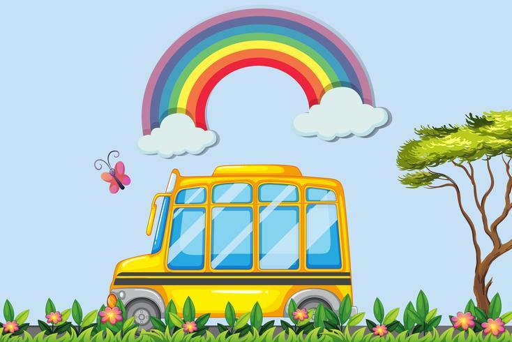 Gul skolbuss i parken