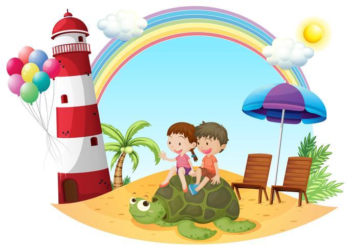 Crianças brincando com a tartaruga à beira mar