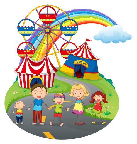 Una familia feliz en el carnaval.