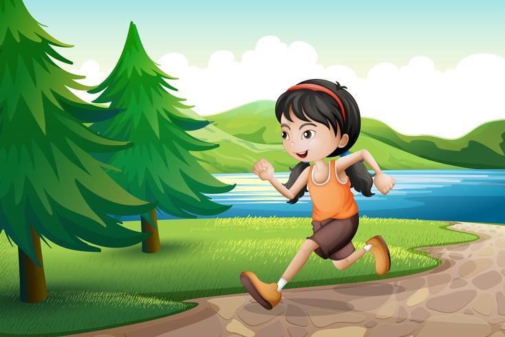 Una ragazza che corre vicino alla riva del fiume con alberi di pino