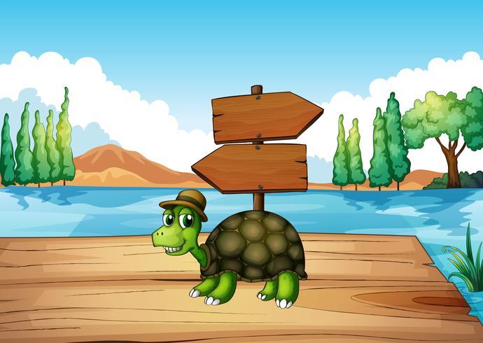 Eine Schildkröte an der Holzbrücke mit einem leeren Schild