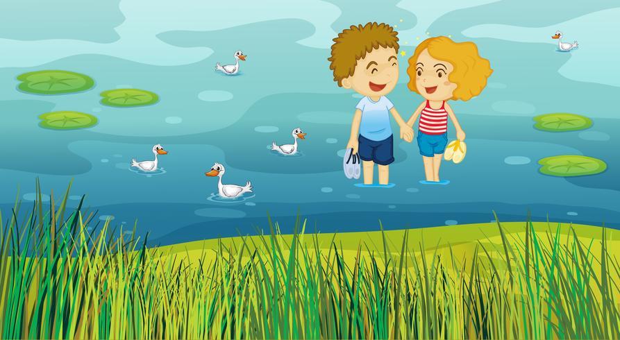 En tjej och en pojke i dammen