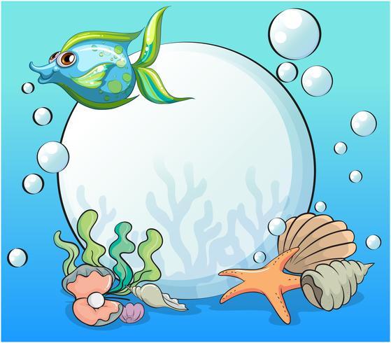 Een vis en andere zeedieren in de buurt van de gigantische parel