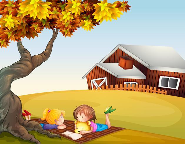 Niños leyendo bajo un gran árbol
