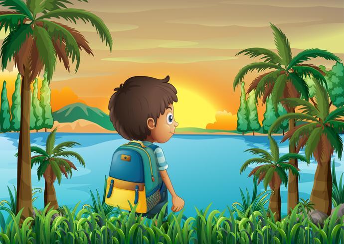Un niño con una bolsa mirando la puesta de sol.