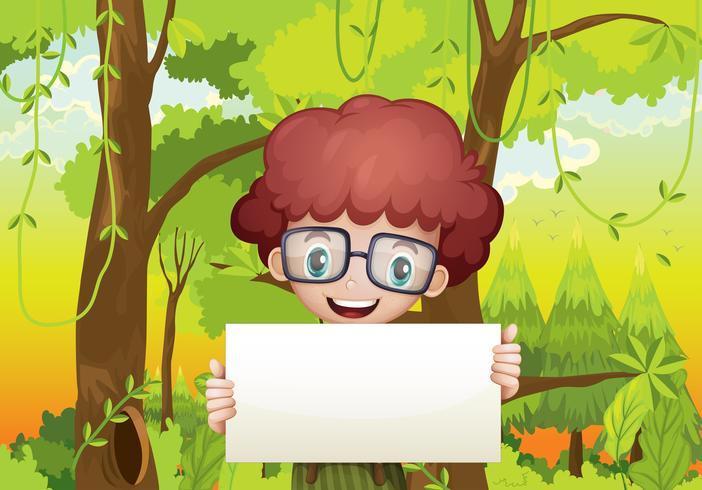 Una foresta con un giovane ragazzo in possesso di un contrassegno vuoto
