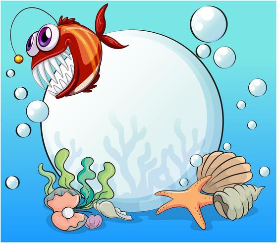 Una perla grande y la piraña sonriente bajo el mar.