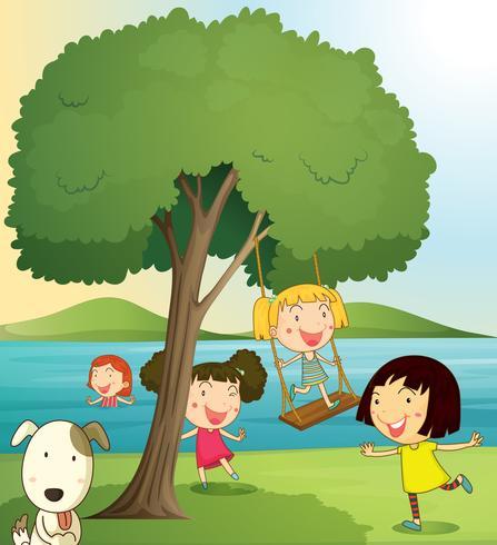 niñas jugando bajo el árbol