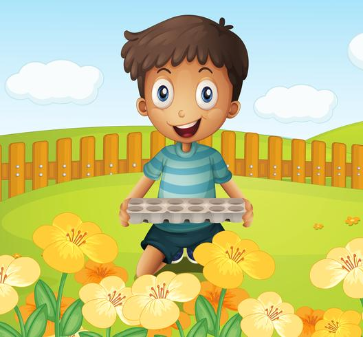 Een jongen in de tuin die een leeg eidienblad houdt