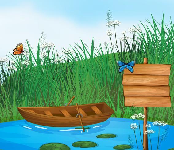 Een houten boot in de rivier