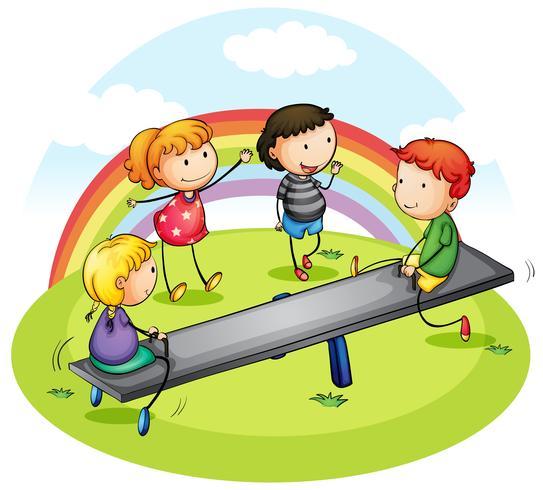 Beaucoup d'enfants jouant à la balançoire dans le parc