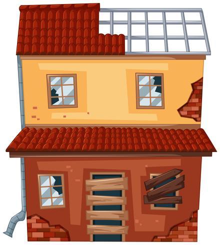 Maison de brique avec toit cassé et fenêtres