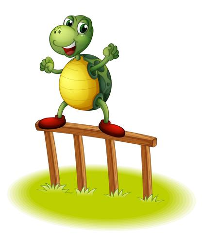 Una tortuga encima de un poste de madera.