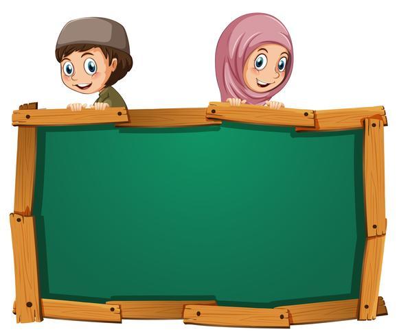 Modello di bordo con due bambini musulmani