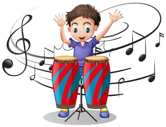 Junge, der Trommel mit Musikanmerkungen im Hintergrund spielt
