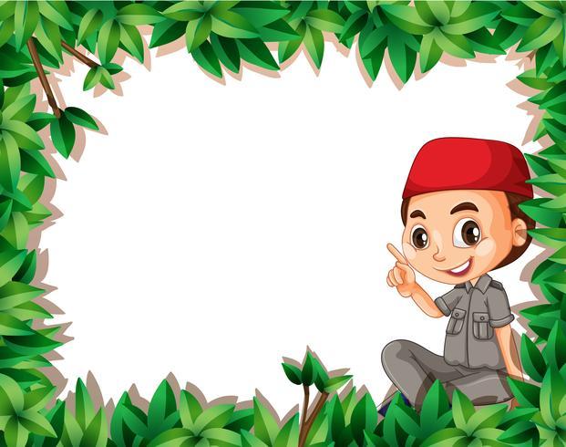 Un boy scout musulmán en el marco de la naturaleza