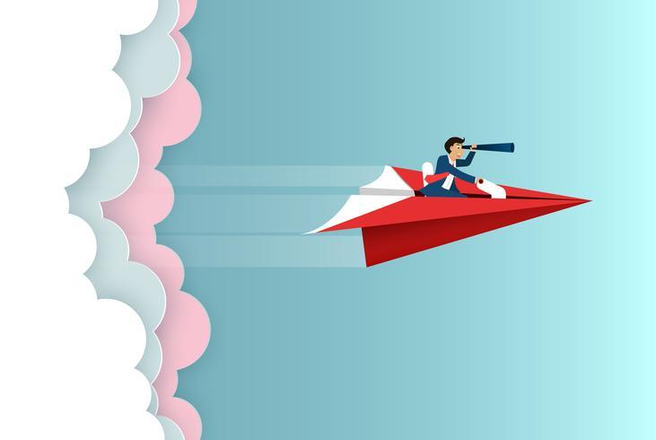 l'uomo d'affari si siede sull'aeroplano di carta che tiene il binocolo la mosca in avanti sul cielo va all'obiettivo di successo