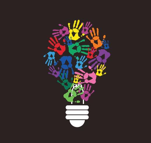 handprint colorato a forma di lampadina, simbolo del concetto di pensiero