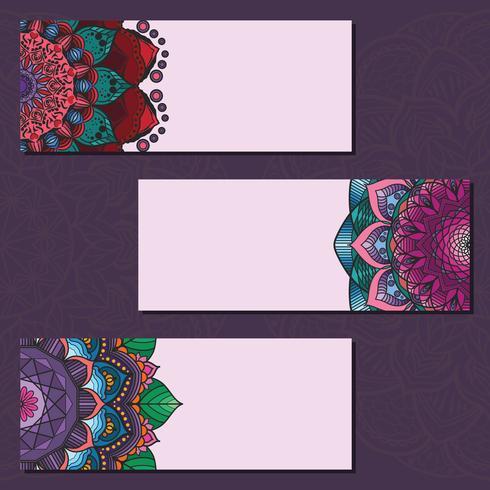Colección de coloridos carteles de mandala en el fondo violeta vector