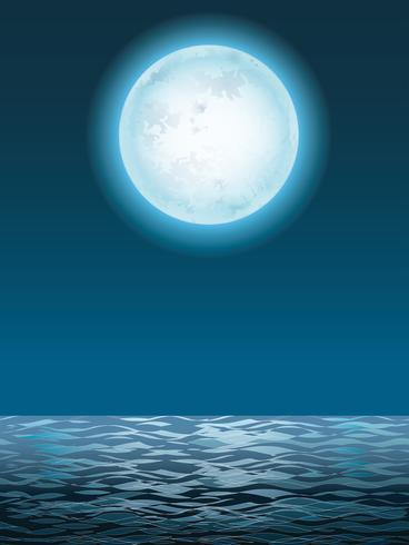 Seascape com a lua cheia e sua reflexão.