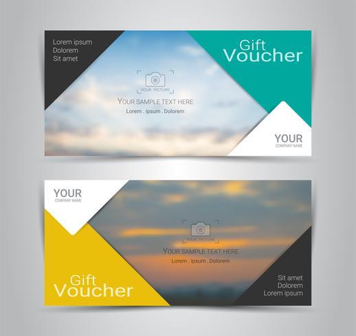 Vales-presente e vouchers, cupom de desconto ou modelo de banner web com fundo desfocado.