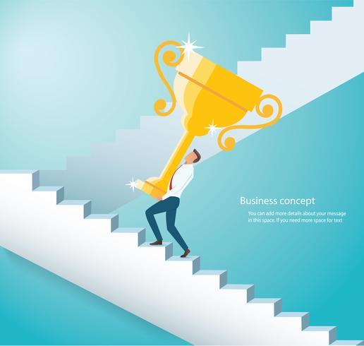 Mann, der die kletternde Treppe der Goldtrophäe zum Erfolg hält