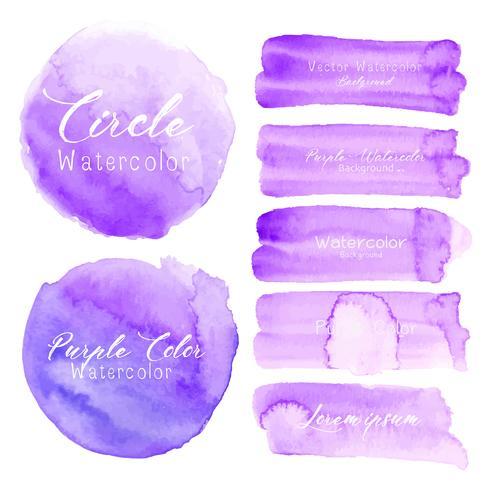 Aquarela roxa do curso da escova no fundo branco. Ilustração vetorial