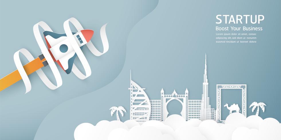 Vectorillustratie met start concept in papier knippen, ambachtelijke en origami stijl. Raket vliegt op blauwe hemel. Sjabloonontwerp voor webbanner, poster, dekking, advertentie. 3D-kunstambacht voor kinderen.