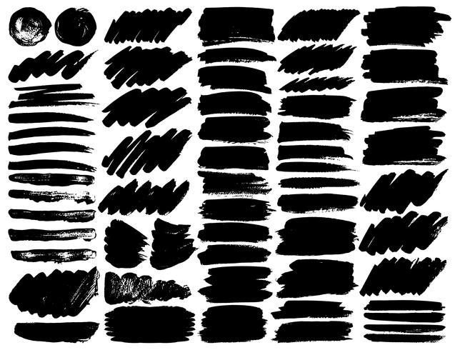 Grand ensemble de coups de pinceau, coups de pinceau grunge d'encre noire. Illustration vectorielle