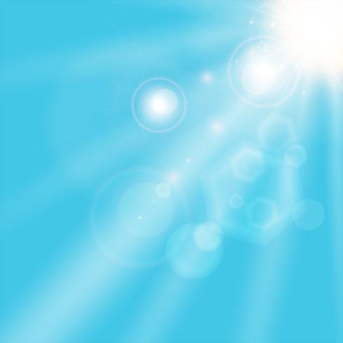 luz del sol del verano que brilla en fondo del cielo azul.
