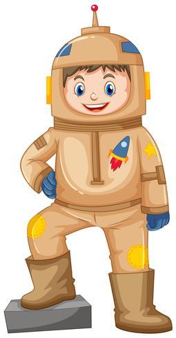 Glücklicher Junge im braunen Raumanzug