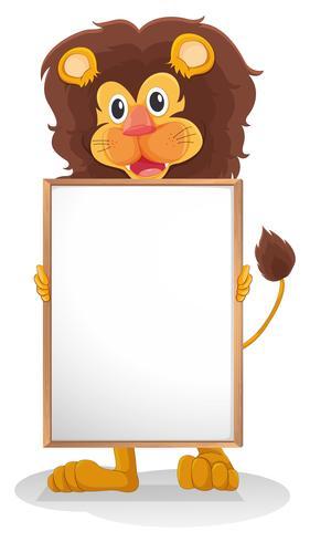 Un león sonriendo sosteniendo un tablero vacío.